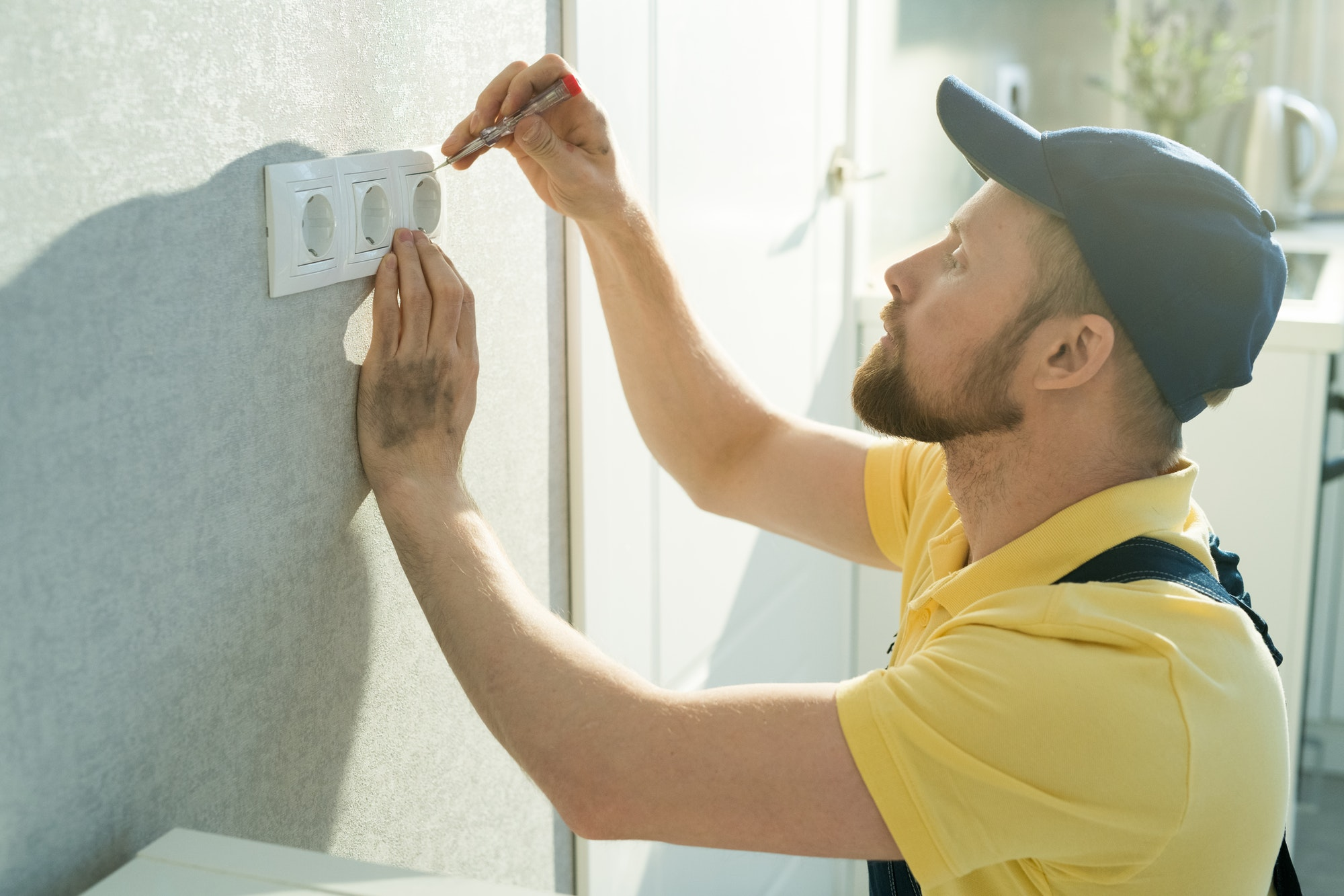 Installing electric outlet